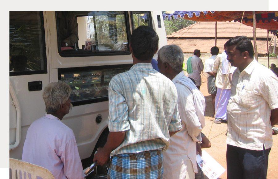 mobile vision vans (3)