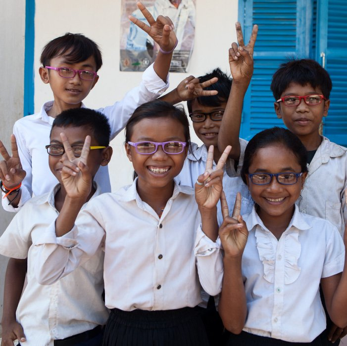 school eye care program - essilor see change